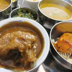 インド食堂 チチル&シシリ - カレーは、6種類から選べます。 私はマトンにしました。
