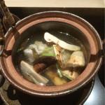56813093 - [椀盛り]                       岩手産松茸土瓶蒸し、鱧