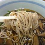 Izurashuuzenjisobadokoro - 蕎麦アップ 茹でたての生そばです。