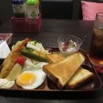よしよし - 日替わりモーニング 600円 (2016.10)