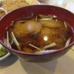 とんかつ鈴本 - 豆腐は中に沈んでます。