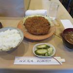 とんかつ鈴本 - メンチカツ定食950円(内税)。