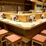 天ぷらと日本酒 明日源 - 清潔感のある明るい和の雰囲気