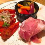 月と太陽ブルーイング - 前菜盛り(ピクルス、生ハム、トマトキムチ)