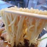 青島食堂 - 麺リフトアップ