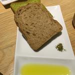 旬穀旬菜 - パンは二種類