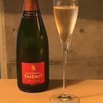56830976 - シャンパン