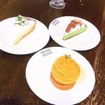 パパジョンズ - 料理写真:ケーキを3個注文 テーブルに並べてみた