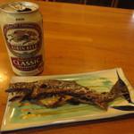 嘉門次小屋 - 岩魚の塩焼きと缶ビール