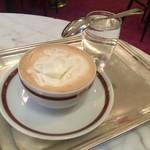 56838978 - 【コーヒー・メランジェ】(4.9€)生クリームがたっぷりの珈琲。