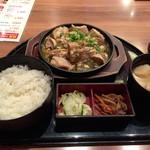 56840259 - 本日の鉄板焼き定食(鶏の親子煮)