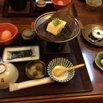 恵那ラヂウム温泉館 - 朝食は食事専用のテーブルで。わんちゃんはお留守番。