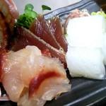 和食のすゝめ - グルクンに鰹、烏賊の刺身盛り合わせ