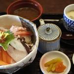 大山 - 海鮮丼@1,600+税