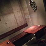 キューブリック - 内観・テーブル席