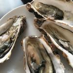 56850295 - 岩牡蠣、1つ180円。宮城産。デカイ、うまい、グロい