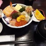 56853309 - 海鮮丼、デザート