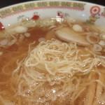 新華園本店 - 極細の麺