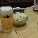 56855682 - 生ビールとキャベツ