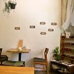 喫茶 Stove - 店内(テーブル席)