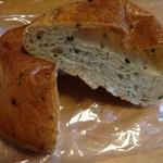 ミルクキッチン 燦燦 - ごまパン 80円