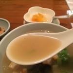 一品香 - あんかけラーメンのスープ
