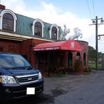 コメダ珈琲店 - 白馬2頭に歓迎されながら入店