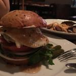 56863722 - フォアグラ入り牛パテ ハンバーガー 1,500円。