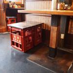 実咲庵 - 椅子は一升瓶のケースで作ってあります。