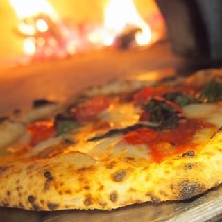 ナポリ直輸入の石窯で焼く手作りに拘ったナポリピッツァ