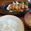 パーラー白山 - 料理写真:お肉の下には、玉ねぎ、人参、ピーマンなどの野菜炒めがたっぷり。