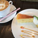 カフェ マンナ - ★★★☆ カプチーノセット ハロウィンバージョン かぼちゃプリンとお芋のケーキ