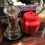 麺屋武蔵 武骨 - 卓上調味料