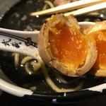 麺屋武蔵 武骨 - 味玉はトロトロ系