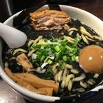 麺屋武蔵 武骨 - 味玉らーめん黒(970円)