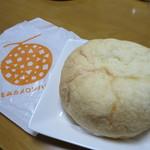 56866812 - メロンクリームパン 270円(2016年10月)