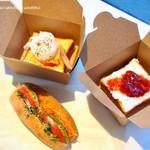 ブルーボトルコーヒー - ROPPONGIサンド、トースト+ポーチドエッグ リコッタチーズと季節のジャムトースト