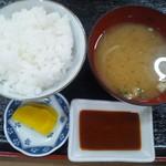 56876439 - 味噌汁、ご飯、特製ソースも美味しいですよ~