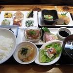 お季楽 でめきん魚 - お季楽膳(1080円 税込み)