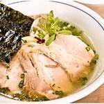 56877467 - 極塩SOBA 950円 チャーシュー盛り盛りですが注目は麺とスープの美味さ!