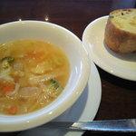 5688386 - ガーリックトーストとスープ