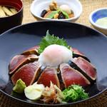 明神丸 - 鰹たたきの漬け丼