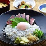 明神丸 - 鰹たたきとしらす丼