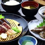 明神丸 - 鰹たたきとハランボの定食