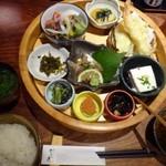 博多 なぎの木 - ◆「なぎの木膳(1000円:税込)」・・籠膳のほかに「ご飯」「お味噌汁」が付きます。