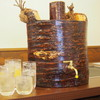 肉焼総本家 三輪 - ドリンク写真:本物の桜の木を使ったオリジナル焼酎サーバー!ほんのりと桜の香りが漂います。