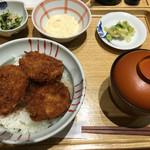 56887195 - 本日の丼   タレカツ丼 ¥950