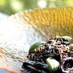 4種の出汁で作る イカ墨パスタ