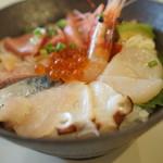 シロクマ食堂 - 海鮮丼別アングル