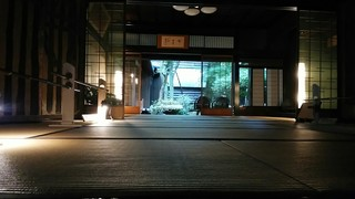 越前茶房 和楽 - 入口側より庭をのぞむ